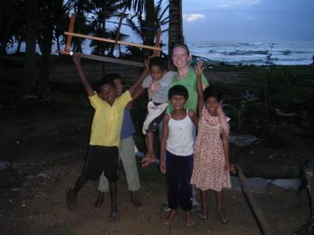 kids-having-fun-sri-lanka