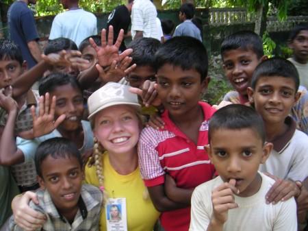 Diana-with-Sri-Lankan-children