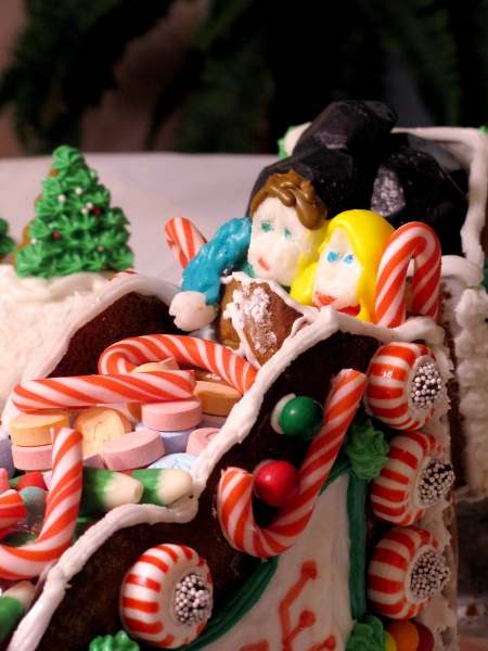 cuddling gingerbread couple