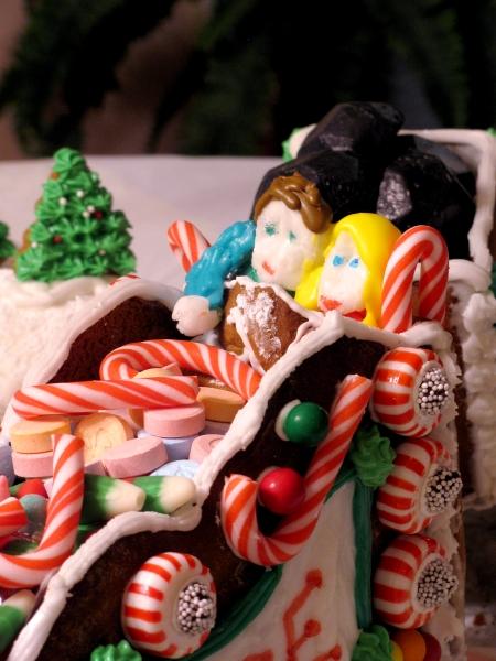 cuddling gingerbread couple