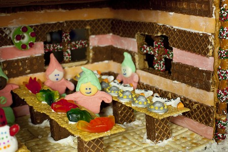 fondant-elves-santas-workshop