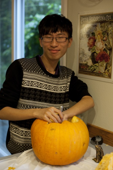 fred-carving-pumpkin