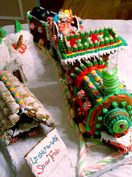 gingerbread train vertical
