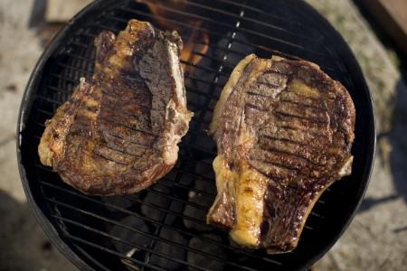 grilling-steaks