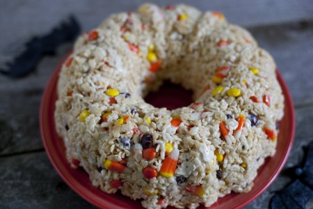 halloween-rice-krispies-treat-cake