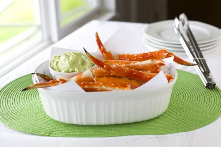 king-crab-legs-with-avocado-dip