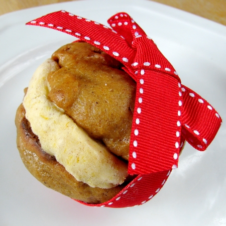 pumpkin pie ice cream cookies with ribbon