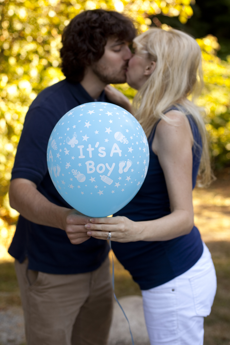 kissing-baby-boy-announcement
