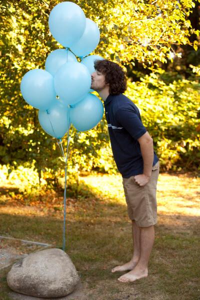 eric-kissing-baby-balloons