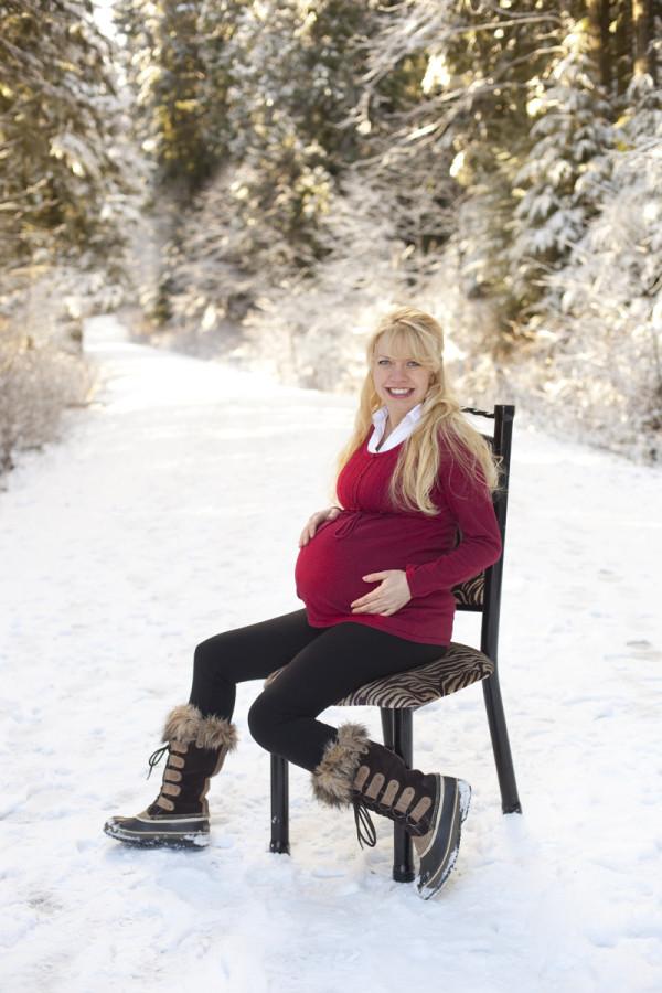 snow maternity photos