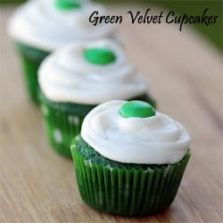 green-velvet-cupcakes-lovefromtheoven