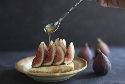 Easy summer tart with figs, goat cheese, and honey. Dairy Free! - EatingRichly.com