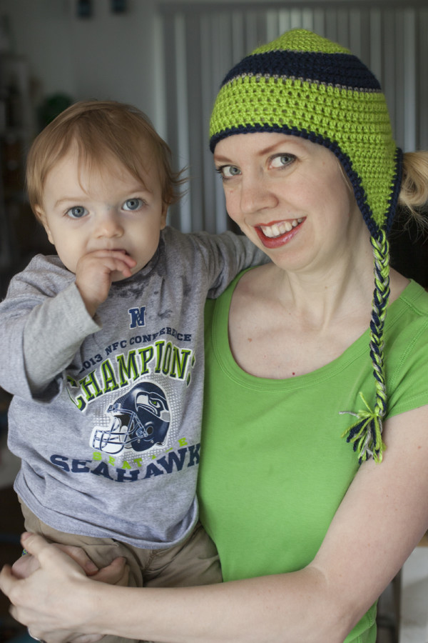 mom-baby-seahawks-gear