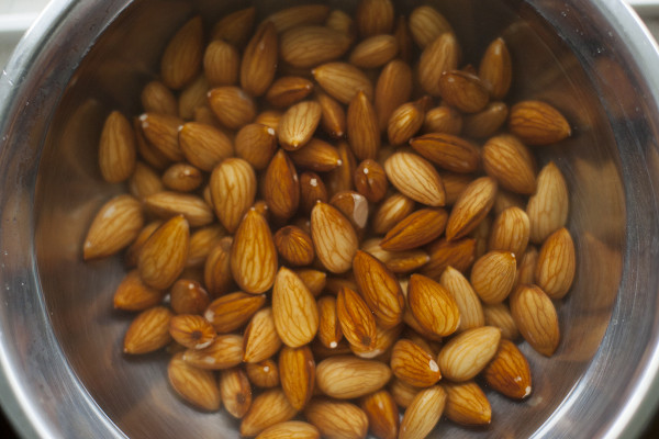 soak-almonds-for-almond-milk