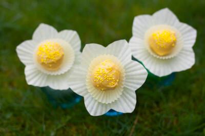 Daffodil cake pops tutorial - EatingRichly.com