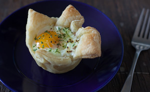 Puff pastry egg in a basket recipe for Easter - EatingRichly.com