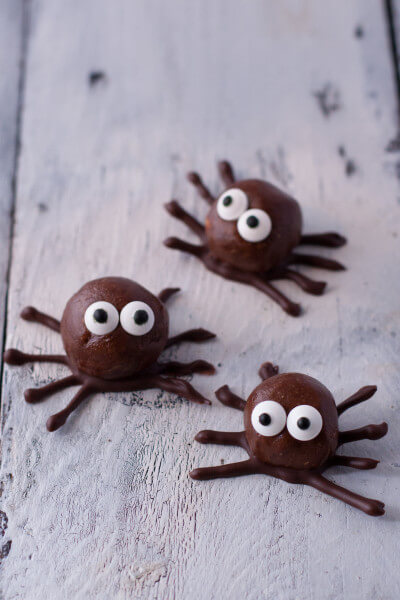 These cute little spiders are actually chocolate peanut butter protein balls, perfect for some quick energy or an adorable healthy kid snack for Halloween. From EatingRichly.com
