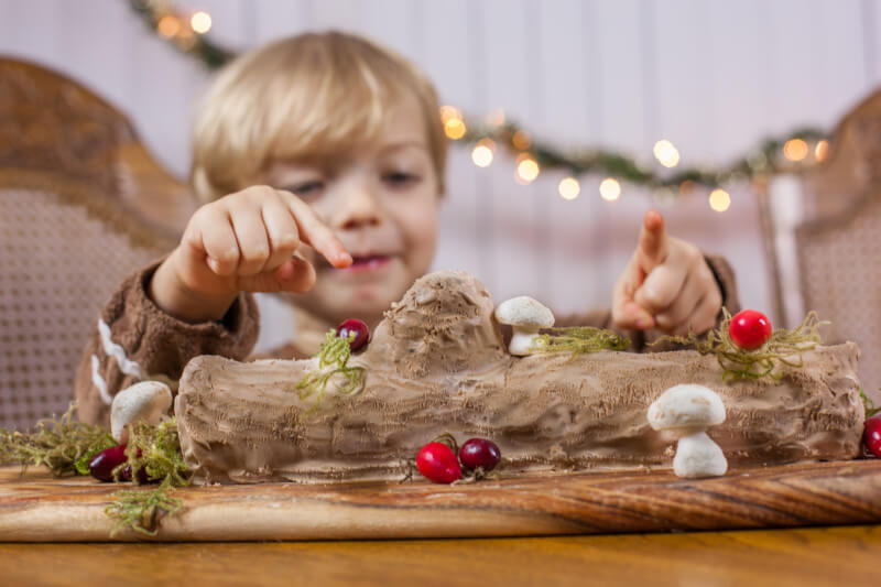 This easy no bake yule log cake is the perfect Christmas dessert to make with your kids. Just 5 ingredients! Part of #MiniChefMondays on EatingRichly.com