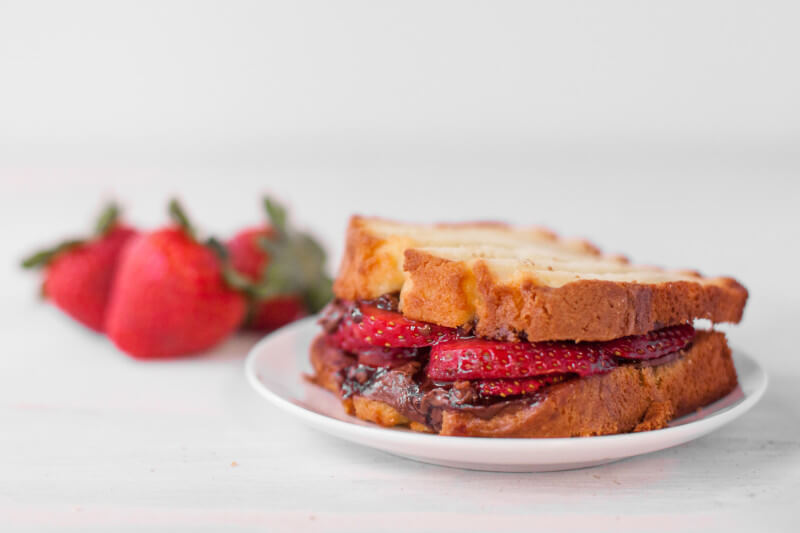 This strawberry Nutella sandwich recipe is the perfect fast & easy dessert for Valentine's Day. Part of #MiniChefMondays on EatingRichly.com