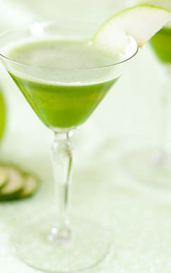 This cute appletini mocktail is actually a naturally green juice that's perfect for serving with breakfast in bed. Check out all 20 booze free Mother's Day drinks on EatingRichly.com