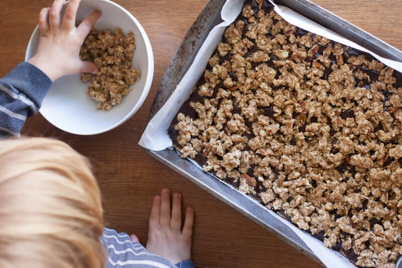 These whole wheat oatmeal fudge bars are easy to make, and full of gooey fudgy chocolate. Made with whole ingredients! Part of #MiniChefMondays on EatingRichly.com