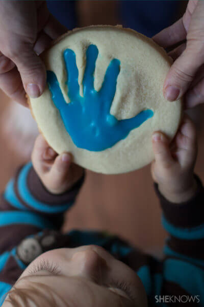 This toddler handprint cookie will melt mama's heart. Check out all our holiday edible art projects at EatingRichly.com