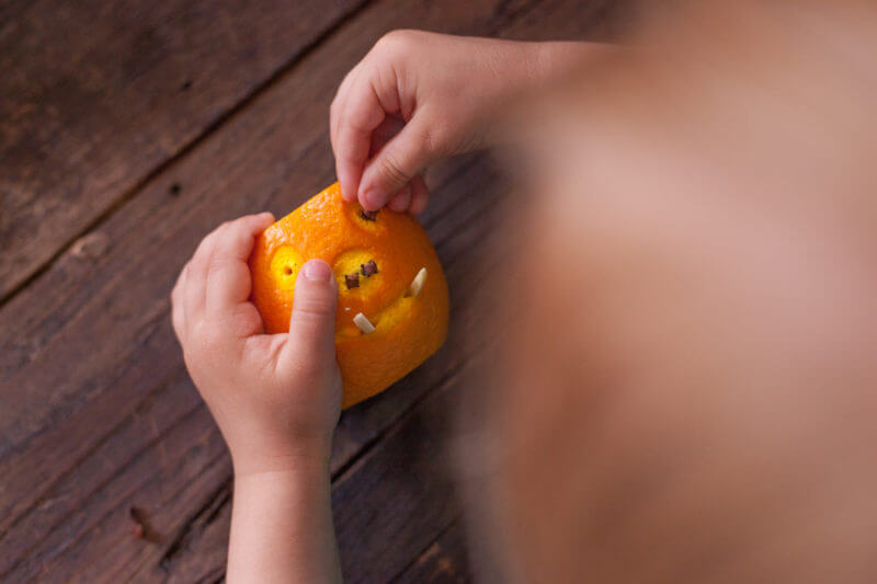 It takes less than 10 minutes to make this cute carved orange warthog & fill it with a toddler fruit salad. It's a great alphabet lesson for your kiddo too! From EatingRichly.com