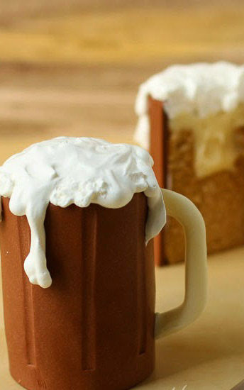 Root Beer Float Cakes Recipe. See all 15 creative edible Father's Day gifts on EatingRichly.com.