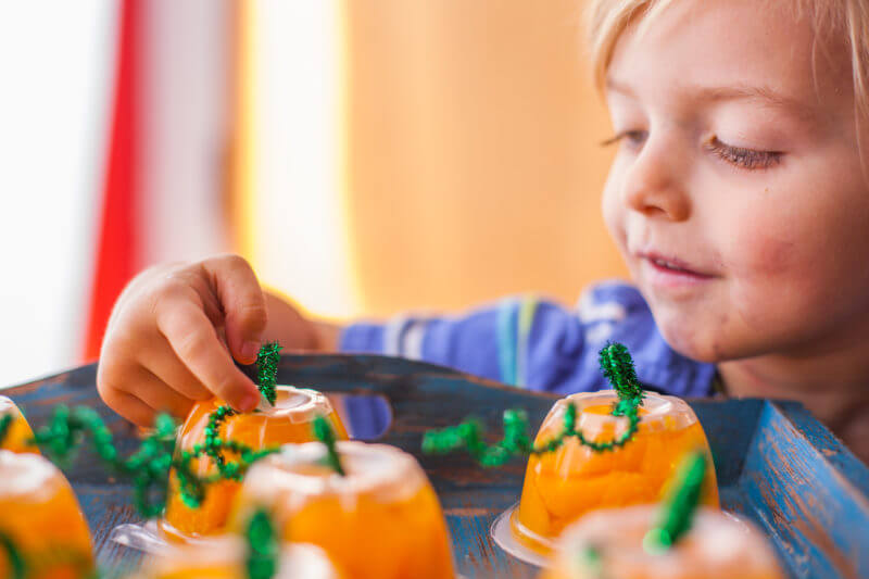 These Halloween fruit cups make an adorable pumpkin patch, perfect for bringing a healthy prepackaged snack to school that's as cute as homemade treats. From EatingRichly.com