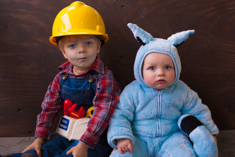 Check out how you can make a DIY Bob the Builder Halloween costume for the whole family! Bob, Pilchard, Wendy, and Spud DIY costumes for toddlers, babies, and parents. From EatingRichly.com