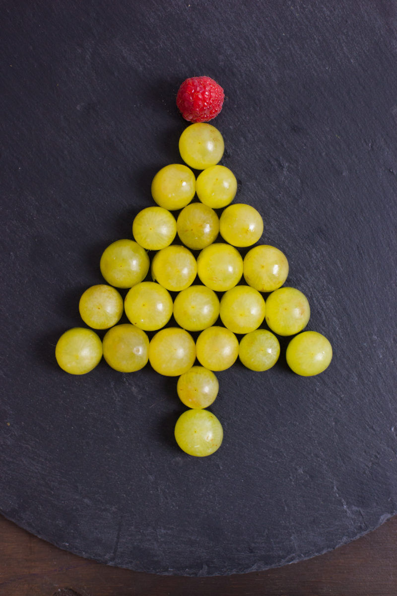 These easy Christmas snacks look like cute little Christmas trees, and are a fun way to get your kids eating healthy snacks during the holidays. From EatingRichly.com