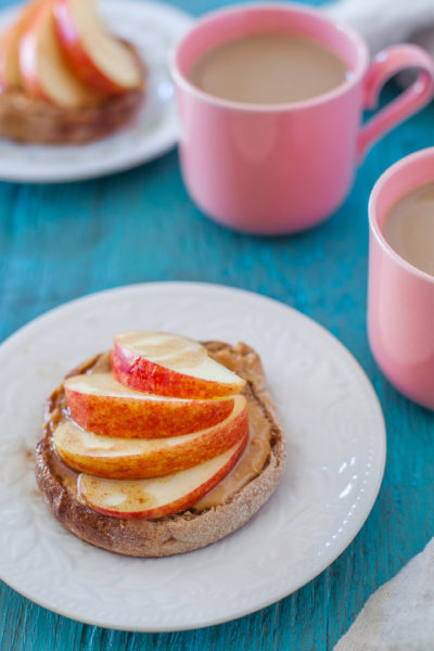 Try this super easy, grab-and-go, healthy breakfast english muffin recipe. It will keep you energized through the morning mayhem. From EatingRichly.com