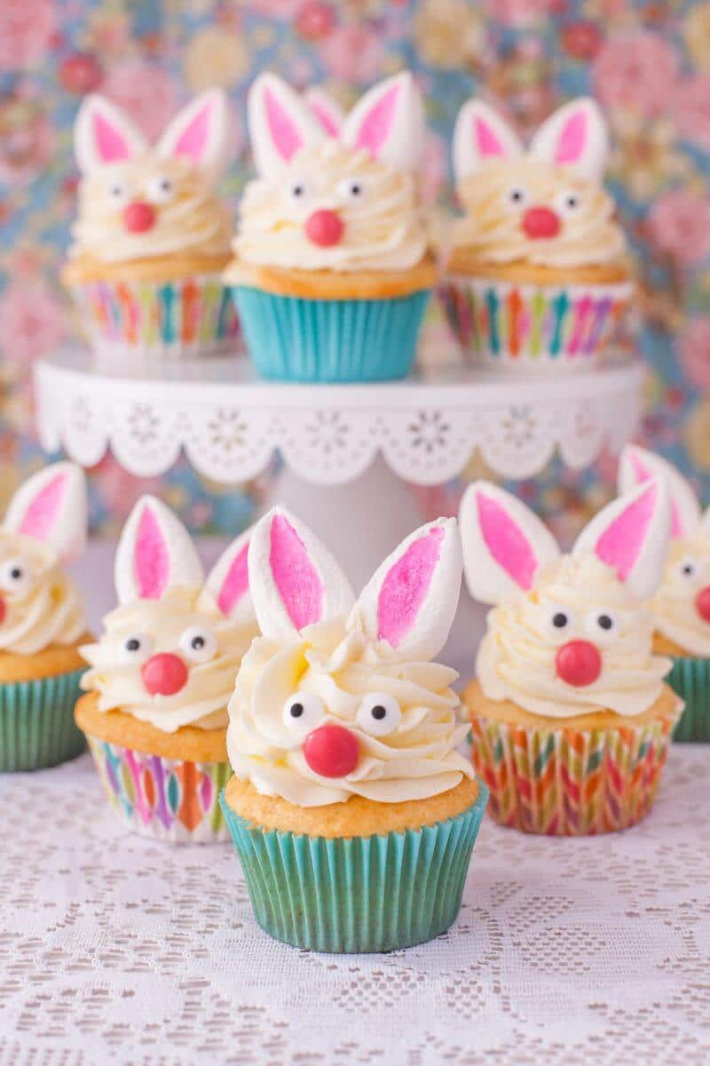 You won't believe how cute these marshmallow bunny cupcakes are, and how easy they are to make! From EatingRichly.com