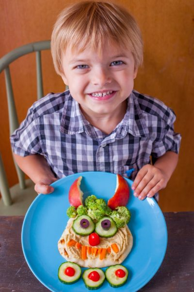 This friendly hummus monster is adorable any time of year, but makes the perfect healthy Halloween lunch for kids. And he's so easy to make! From EatingRIchly.com