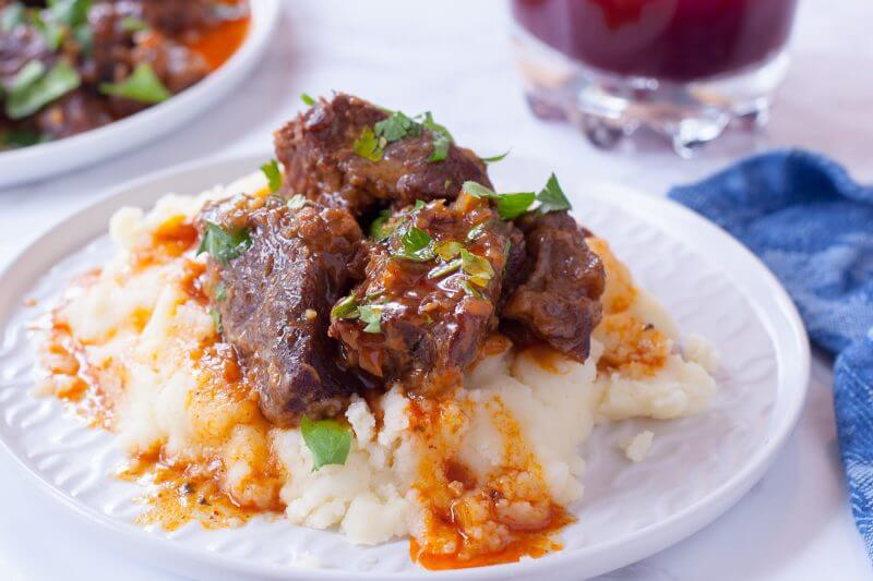 pressure cooker short ribs with mashed potatoes