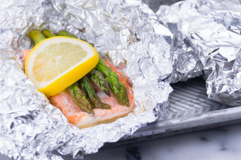 Baked Salmon Asparagus and Lemon in Foil