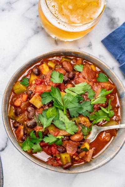 Vegan chili with zucchini